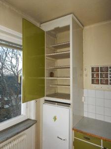 Överfalsad kökslucka i platsbyggt köksskåp